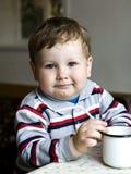 выпивать мальчика Стоковые Фотографии RF