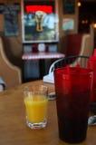 выпивать что-то Стоковые Фотографии RF
