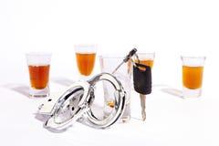 Выпивающ и управляющ предпосылку принуждения Стоковое фото RF