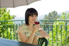 выпивая вино Стоковое Фото