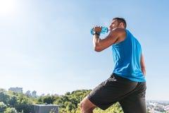 выпивая вода спортсмена Стоковое фото RF