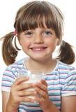 выпивая девушка меньшее молоко Стоковые Изображения RF