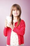 выпивая девушка меньшее молоко Стоковое Фото