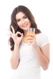выпивая женщина портрета сока померанцовая Апельсиновый сок в стекле Стоковое Изображение