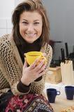 выпивая женщина чая Стоковая Фотография