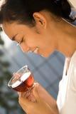 выпивая женщина чая Стоковое Изображение RF