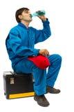 выпивая сидя работник воды toolbox Стоковые Изображения RF