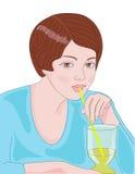 выпивая сок девушки Стоковые Фото