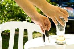 выпивая управлять Стоковые Изображения RF