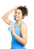 выпивая yougn женщины минеральной вода Стоковое фото RF