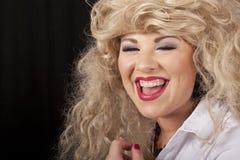 выпитая смеясь над женщина Стоковая Фотография