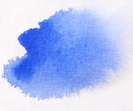Выплеск акварели макроса голубой, изолированный на белой предпосылке Стоковое фото RF