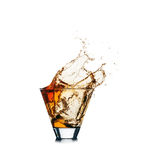 Выплеск вискиа из стекла изолированного на белой предпосылке Стоковое Фото
