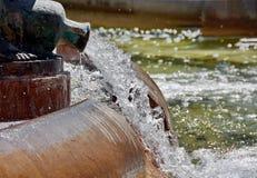 Выплеск воды в фонтане стоковые изображения rf