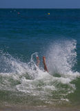 выплеск моря подныривания стоковые фото