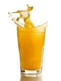 выплеск стеклянного сока померанцовый стоковые изображения