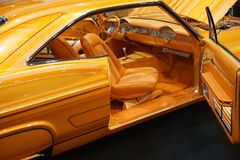 Выполненный на заказ желтый цвет oldtimer совсем Стоковые Фото