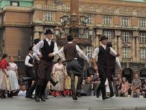 Выполнять команду народного танца в Праге Стоковые Фото