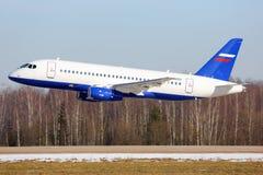 Выполнять Sukhoi Superjet-100 RF-89151 низкопроходный в Zhukovsky Стоковая Фотография