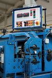 выправлять металла автомата для резки Стоковые Фотографии RF