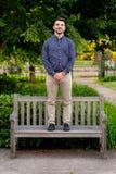 Выпускник коллежа на кампусе в Орегоне Стоковая Фотография RF