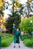Выпускник коллежа на кампусе в Орегоне Стоковое Фото