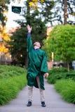 Выпускник коллежа на кампусе в Орегоне Стоковое Изображение