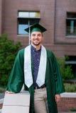 Выпускник коллежа на кампусе в Орегоне Стоковые Фото
