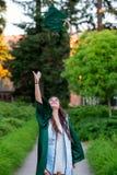 Выпускник коллежа на кампусе в Орегоне Стоковое фото RF
