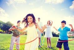 Выпуск облигаций семьи в парке Стоковое фото RF
