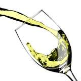 Выплеск вина лить стеклянный стоковые изображения rf