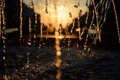 Выплеск воды в свете захода солнца Стоковое Фото