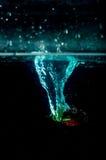 Выплеск воды клубники на черной предпосылке Стоковое Изображение