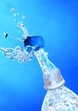 Выплеск воды от бутылки. Стоковая Фотография
