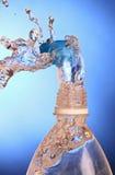 Выплеск воды от бутылки. Стоковое фото RF