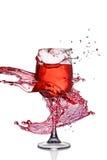 Выплеск красного вина в стекле стоковые фотографии rf