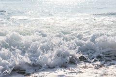 Выплеск морской воды с пеной и волнами моря Стоковые Изображения RF