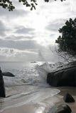 выплеск моста пляжа предпосылки развевает деревянное Стоковая Фотография