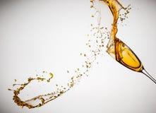 Выплеск Шампани от стекла изолированного на белой предпосылке Стоковое Изображение