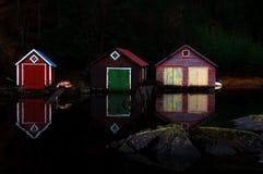 выравниваться boathouses стоковое изображение