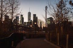 Выравнивать взгляд Бруклинского моста и городского Манхэттена стоковая фотография rf