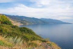 Выравнивать взгляд над скалами croatias среднеземноморскими, вид на океан Европа стоковые фото