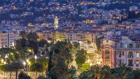 Выравнивать воздушную панораму славного дня к timelapse ночи, Франция Освещенные улицы старого городка маленькие и квадрат Massen видеоматериал