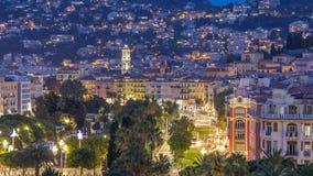 Выравнивать воздушную панораму славного дня к timelapse ночи, Франция Освещенные улицы старого городка маленькие и квадрат Massen сток-видео
