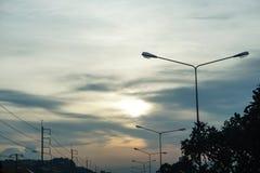 Выравнивать голубой оранжевый заход солнца неба на дороге Стоковое Фото