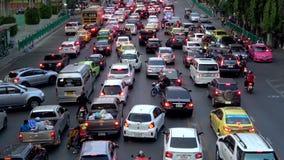 Выравнивать затор движения на улице города bangkok Таиланд акции видеоматериалы