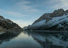 Выравнивать озеро Fedaia ландшафта Стоковые Изображения RF