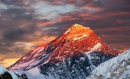 Выравнивать покрашенный взгляд Mount Everest от Gokyo Ri стоковая фотография rf