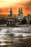 Выравнивать свет над монастырем в Diveevo России стоковые фото