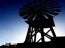 Выравнивать силуэт ветрянки стоковые фотографии rf